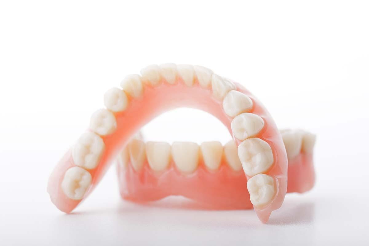 dentures-adhesives