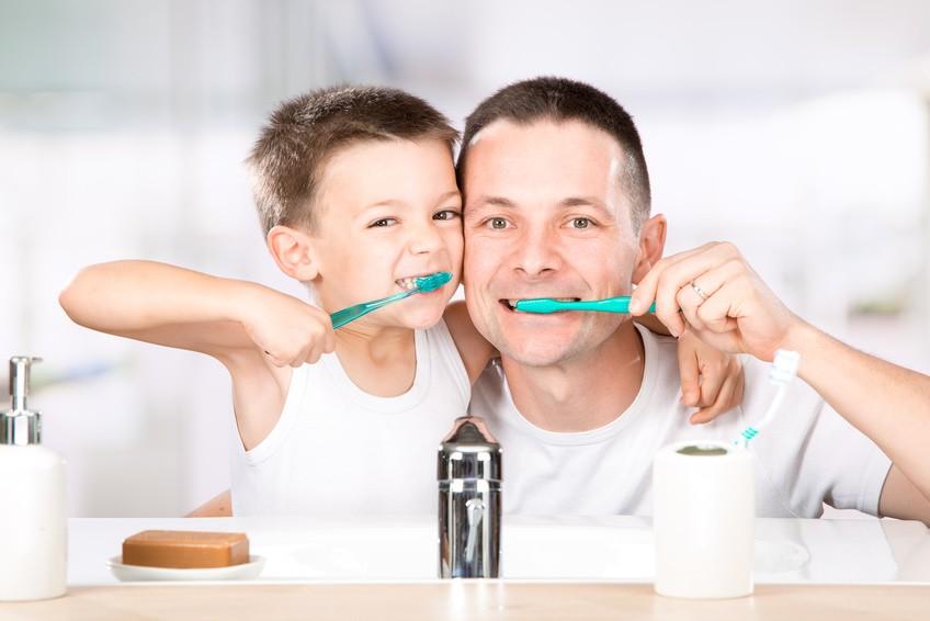 family-wash-teeth